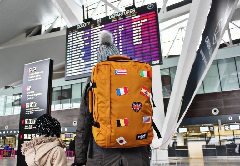 5311e799198f1 Plecak CabinZero w podróży. Idealny bagaż podręczny do samolotu
